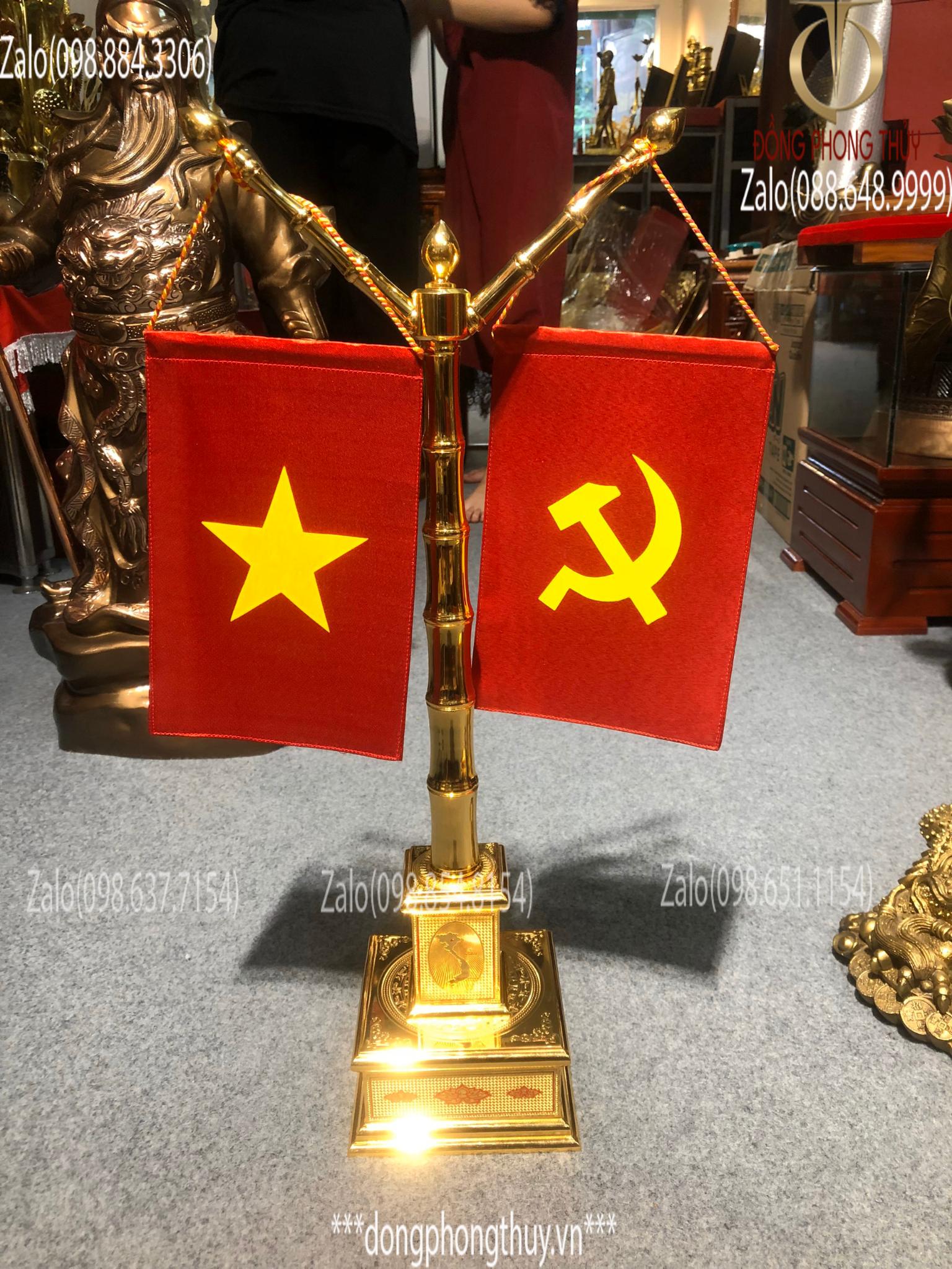 Cột cờ bằng đồng mạ vàng 24k