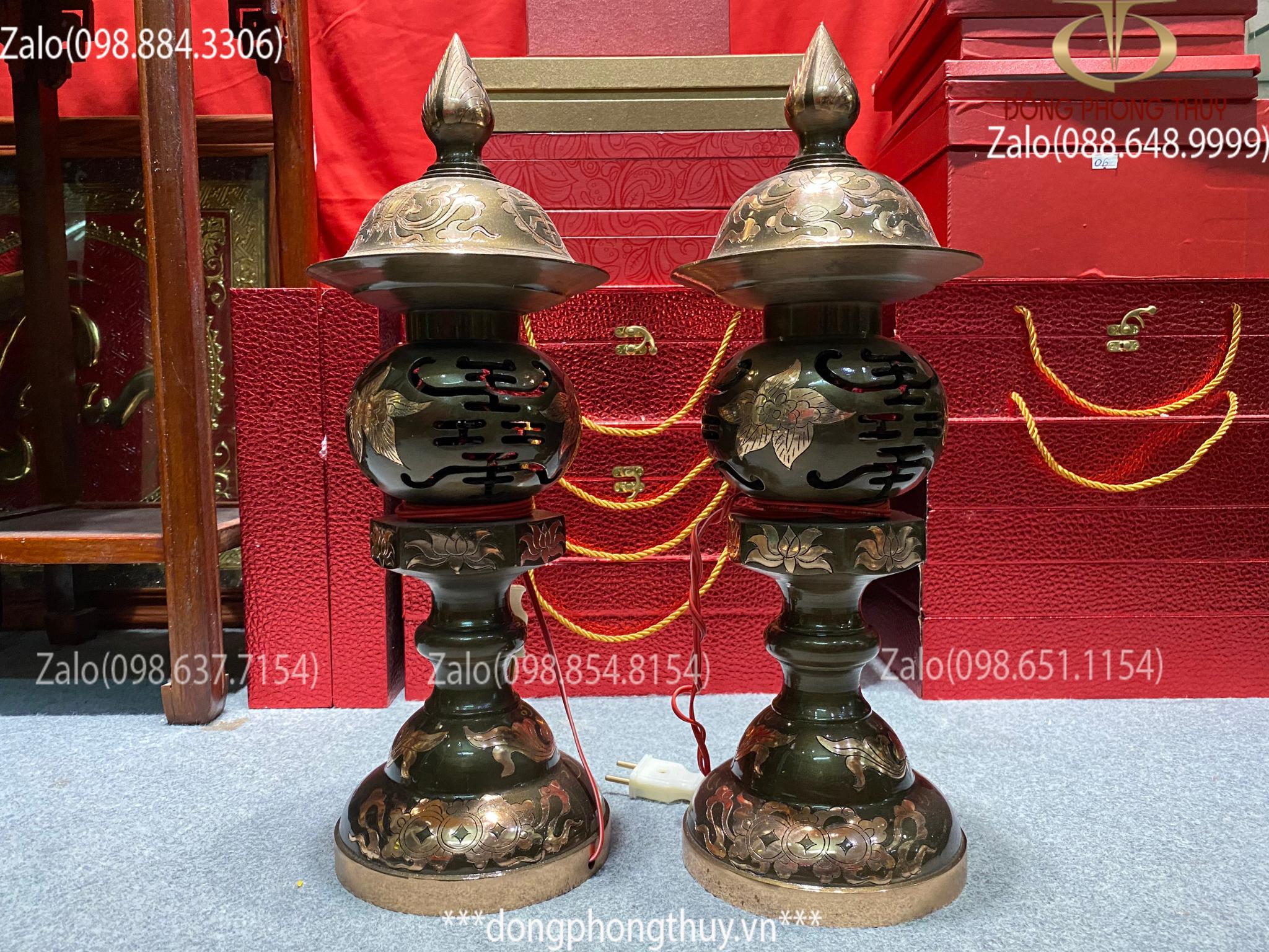 đôi đèn thờ bằng đồng