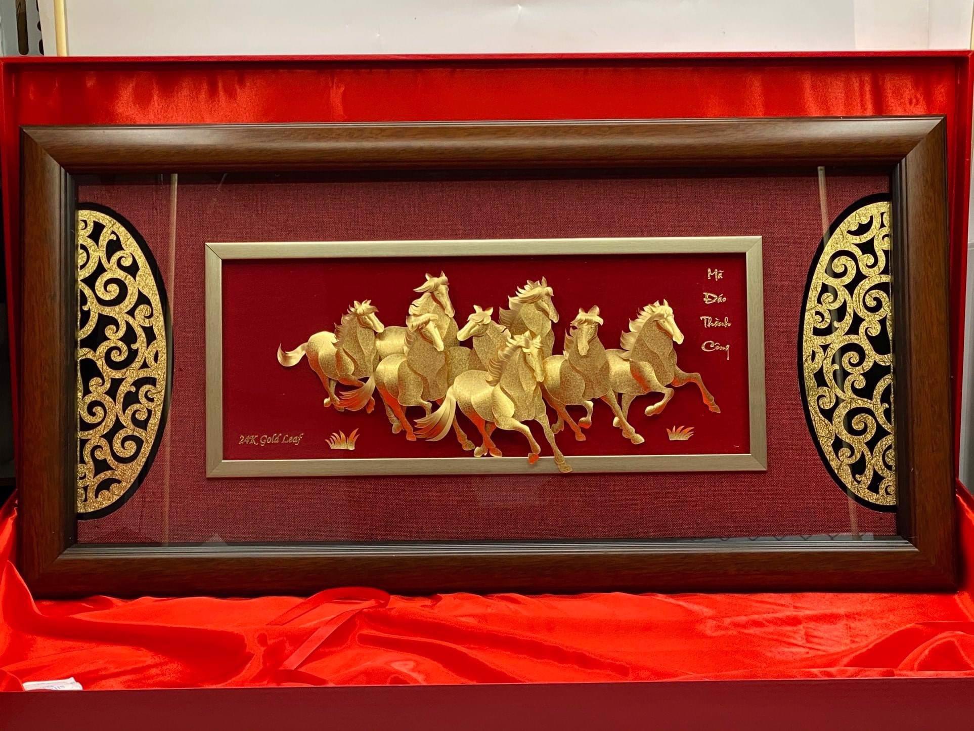 Quà tặng sếp: tranh mã đáo thành công phủ vàng ròng 41*81