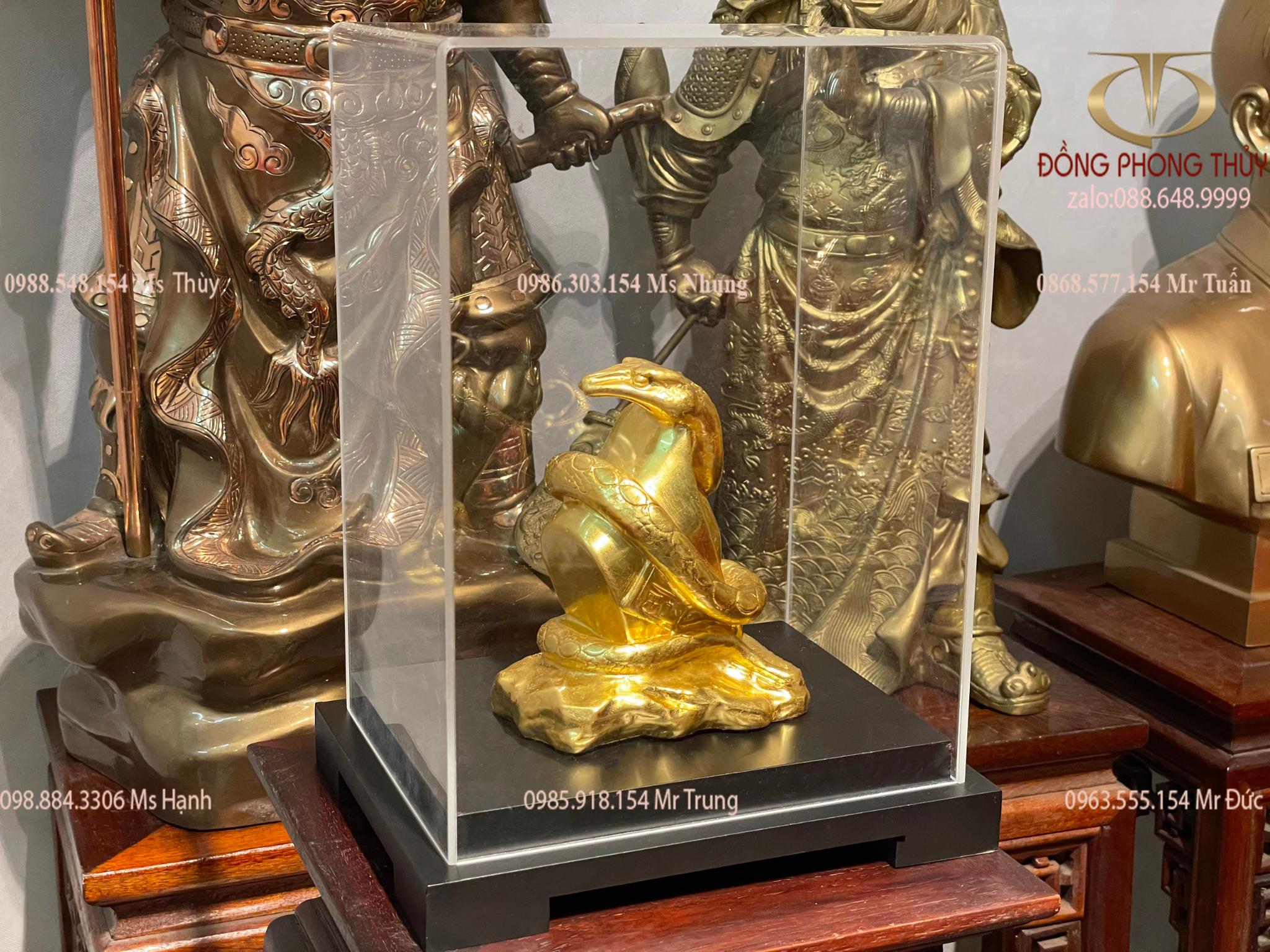 Tượng rắn bằng đồng cuốn thỏi tiền tài lộc thếp vàng 24k