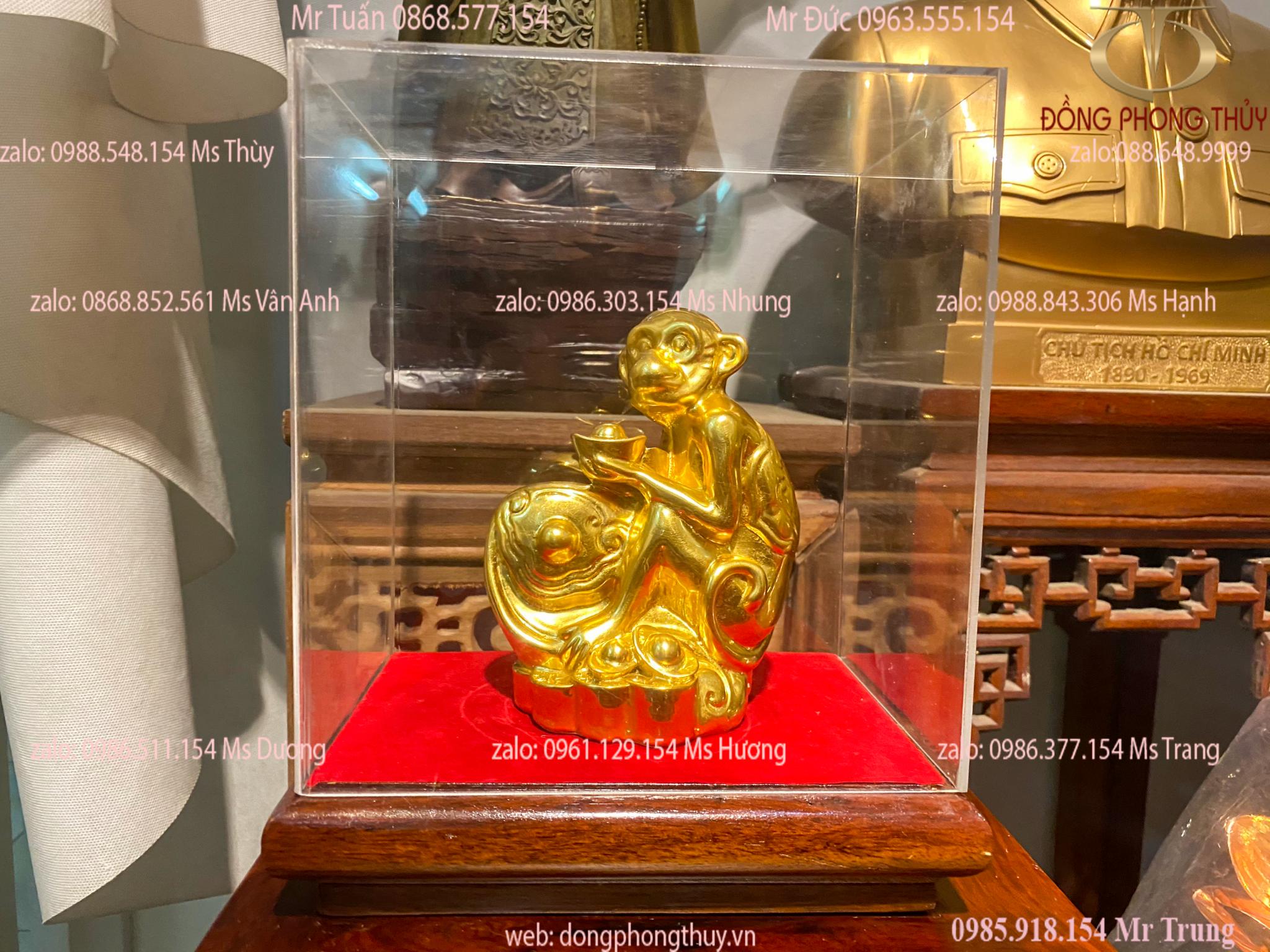 Quà tặng sếp tượng khỉ ôm đào phong thủy bằng đồng mạ vàng 24k