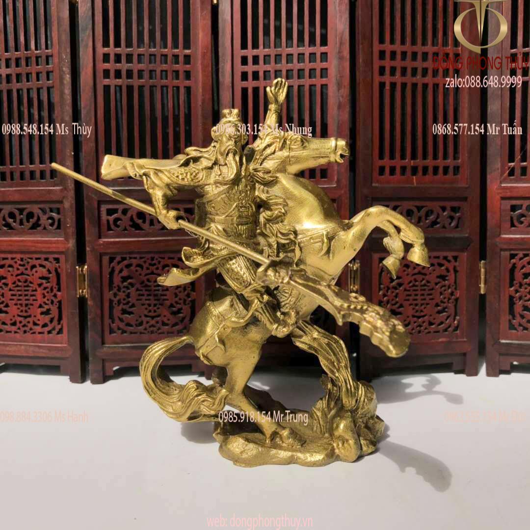 Tượng Quan công cưỡi ngựa cầm thanh long yển nguyệt đao