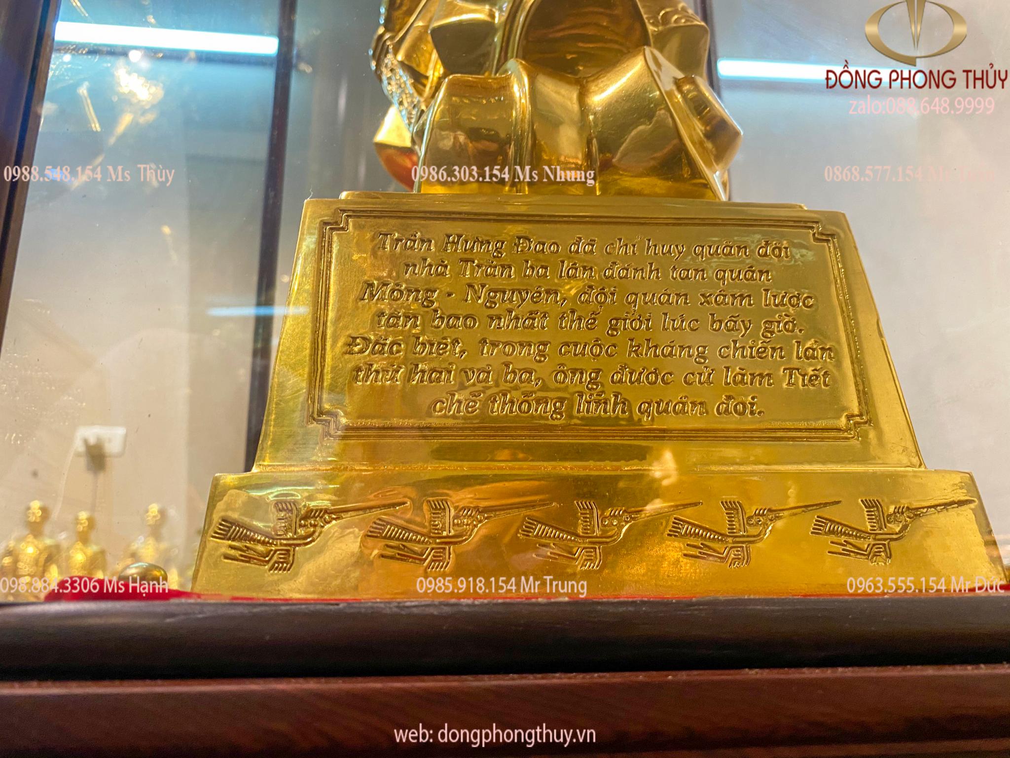 Tượng Trần Quốc Tuấn - Quốc công tiết chế Hưng Đạo Đại Vương