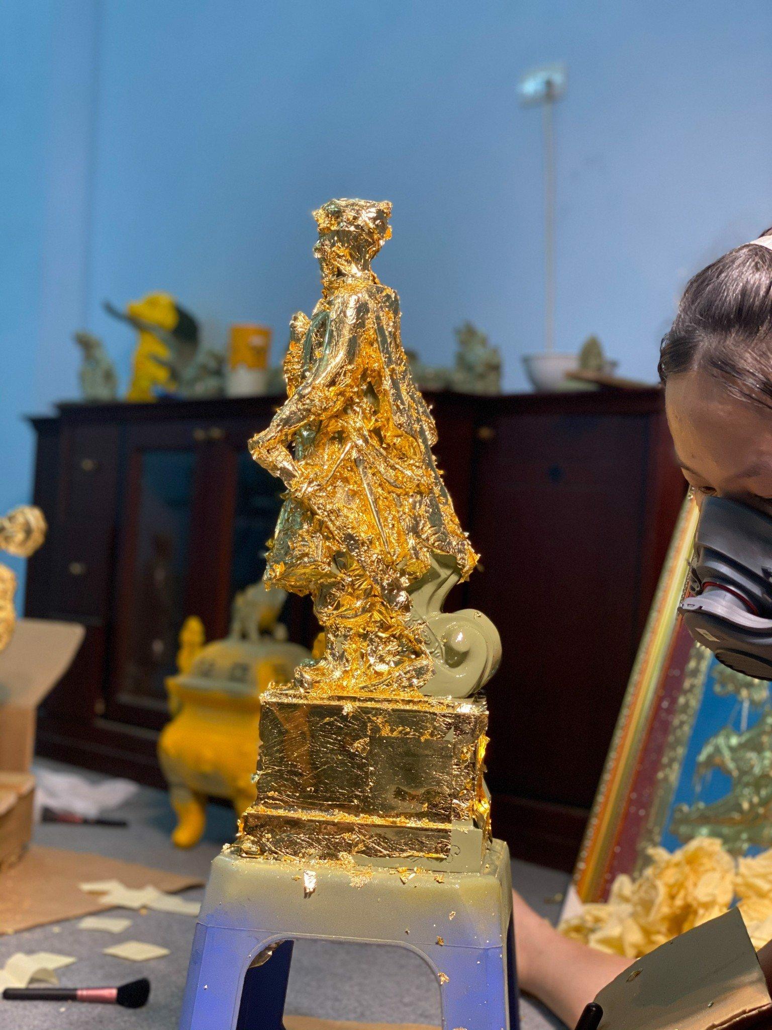 Tượng Trần Quốc Tuấn Hưng Đạo Đại Vương bằng đồng dát vàng 24k