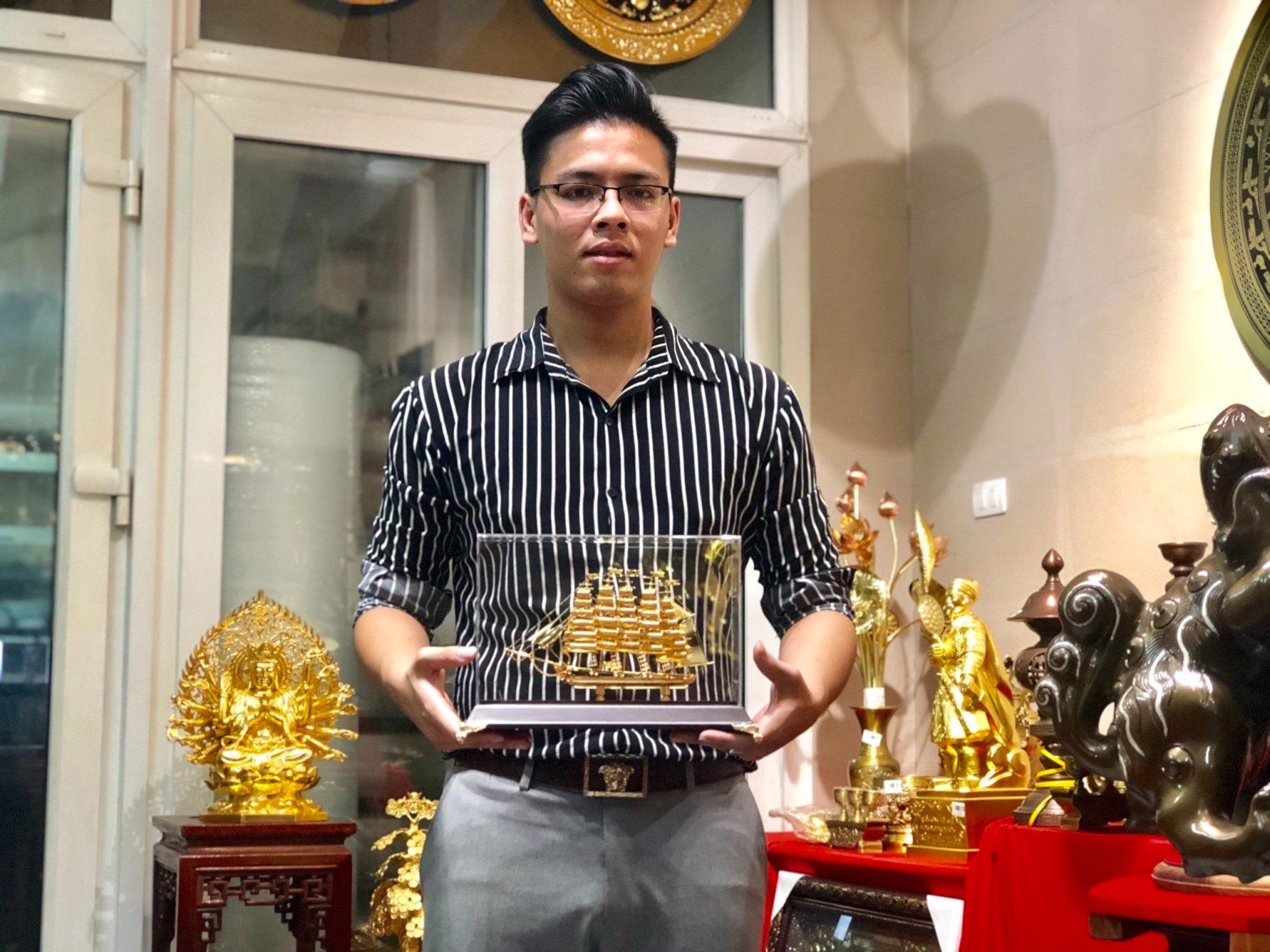 Mô hình thuyền buồm mạ vàng 24k quà tặng sếp