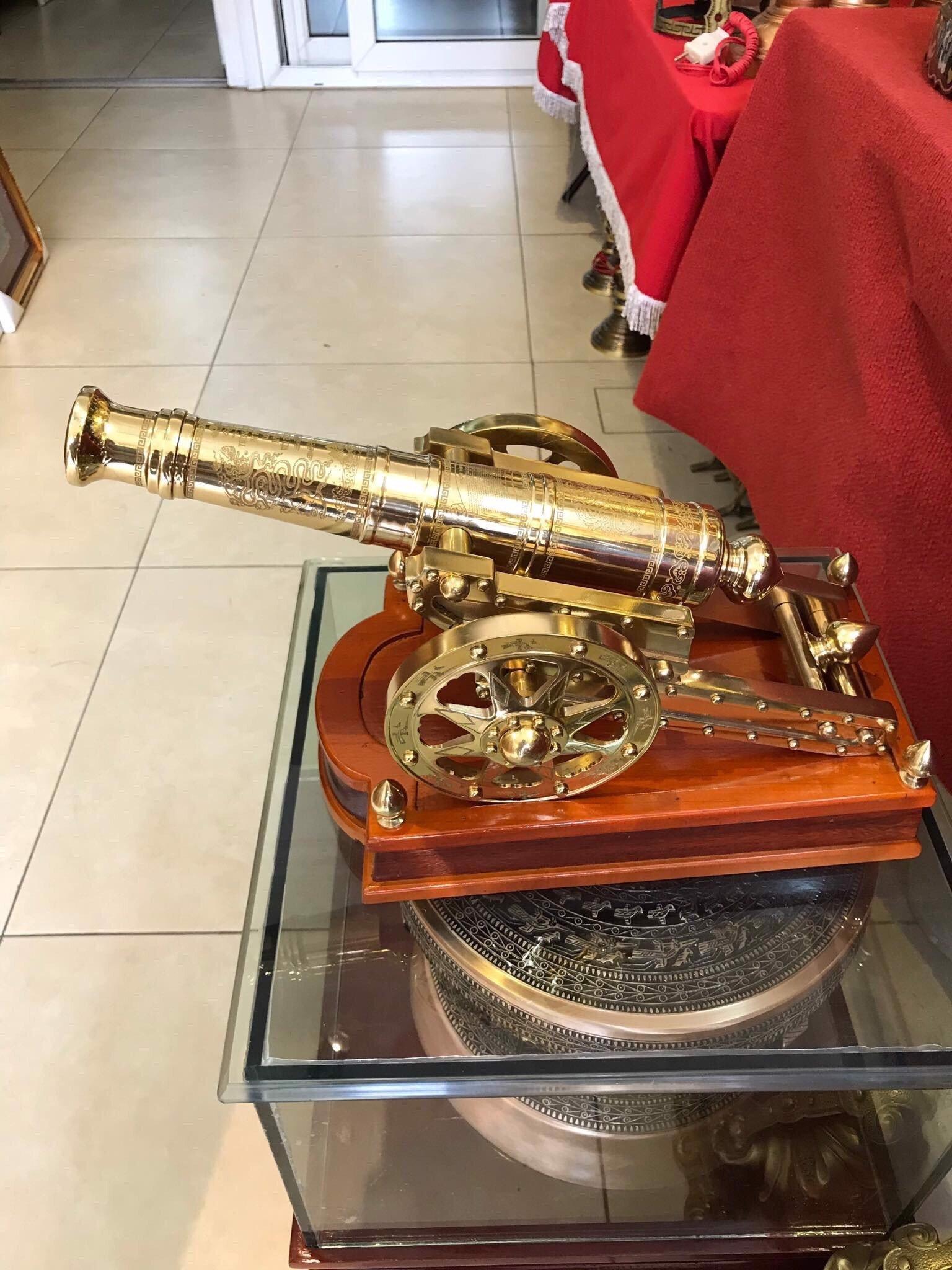 Khẩu súng pháo thần công bằng đồng đúc nguyên khối