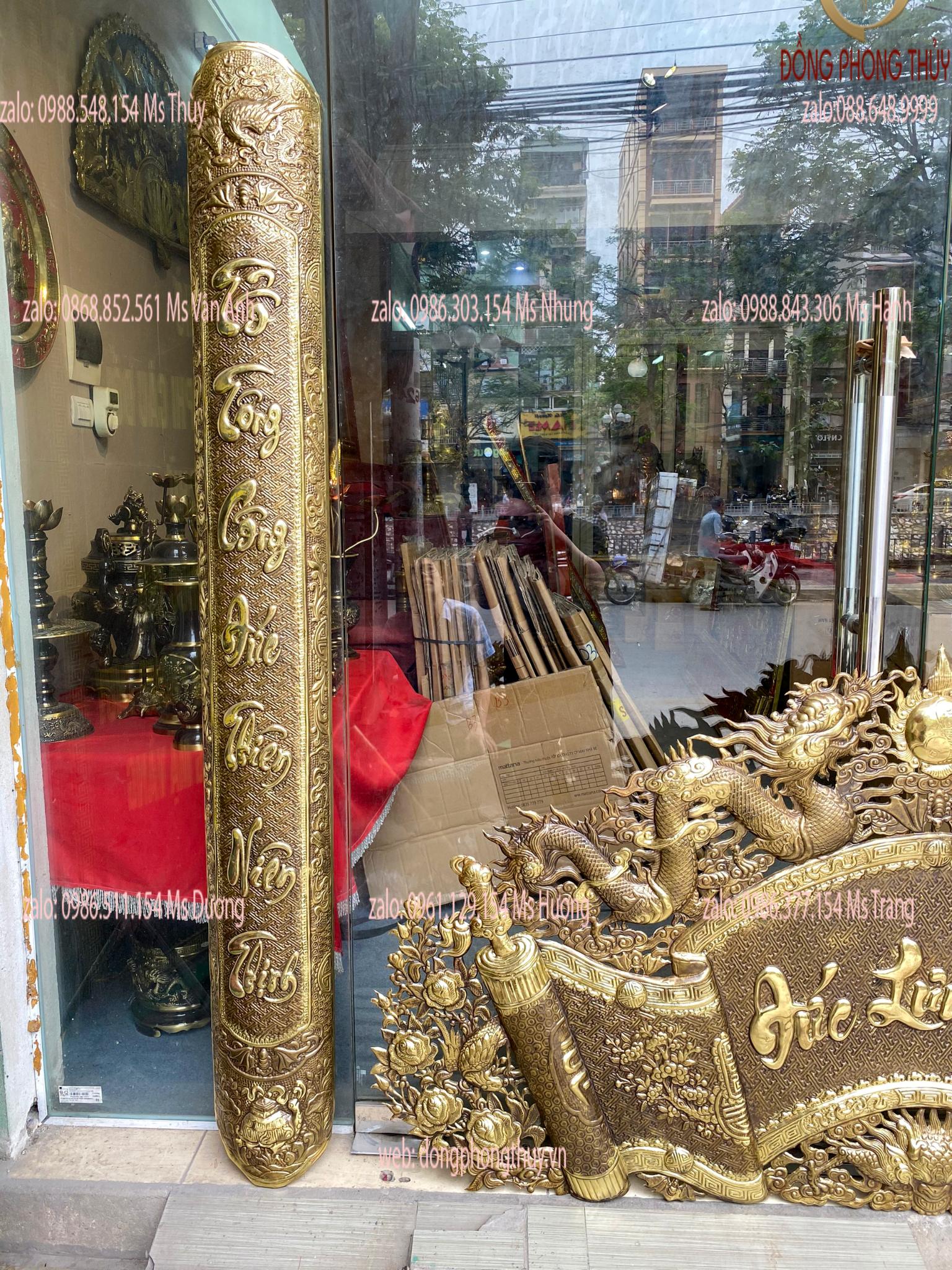 Cuốn thư câu đối 1m76 nặng 9,6kg chữ Việt thư pháp