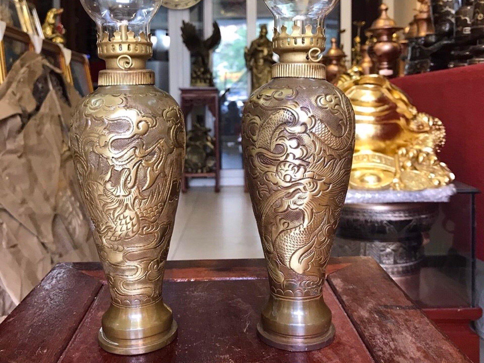 Đôi đèn dầu vỏ đạn pháo cắt tút bằng đồng
