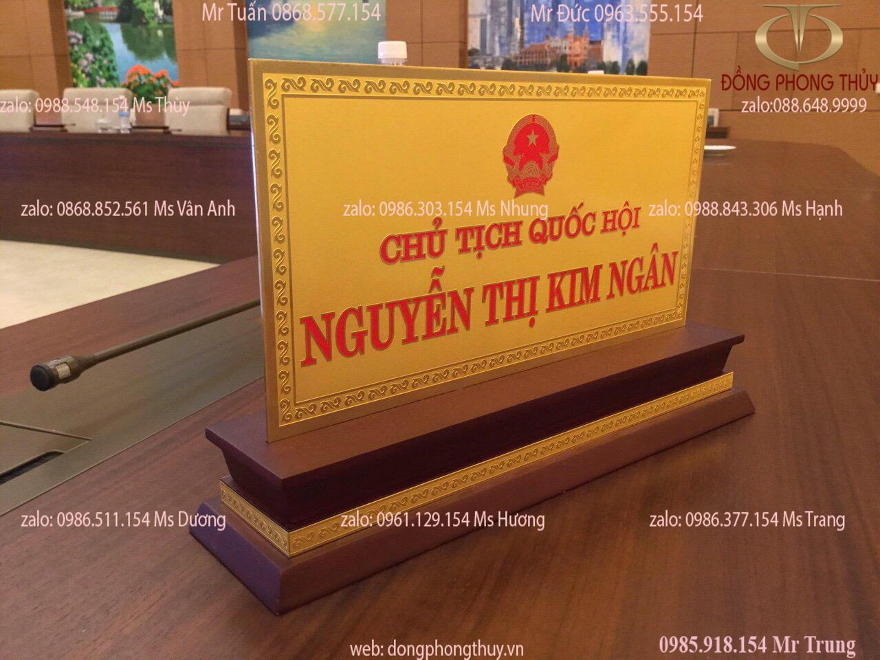 Biển chức danh để bàn bằng đồng mạ vàng 24k
