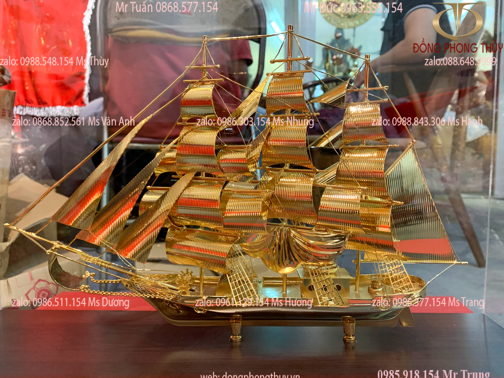 Quà tặng sếp mô hình thuyền buồm mạ vàng 24k