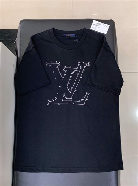 LV STITCH PRINT AND EMBROIDERED T-SHIRT (1:1)