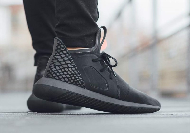 TUBULAR DEFIANT TRIPLE BLACK