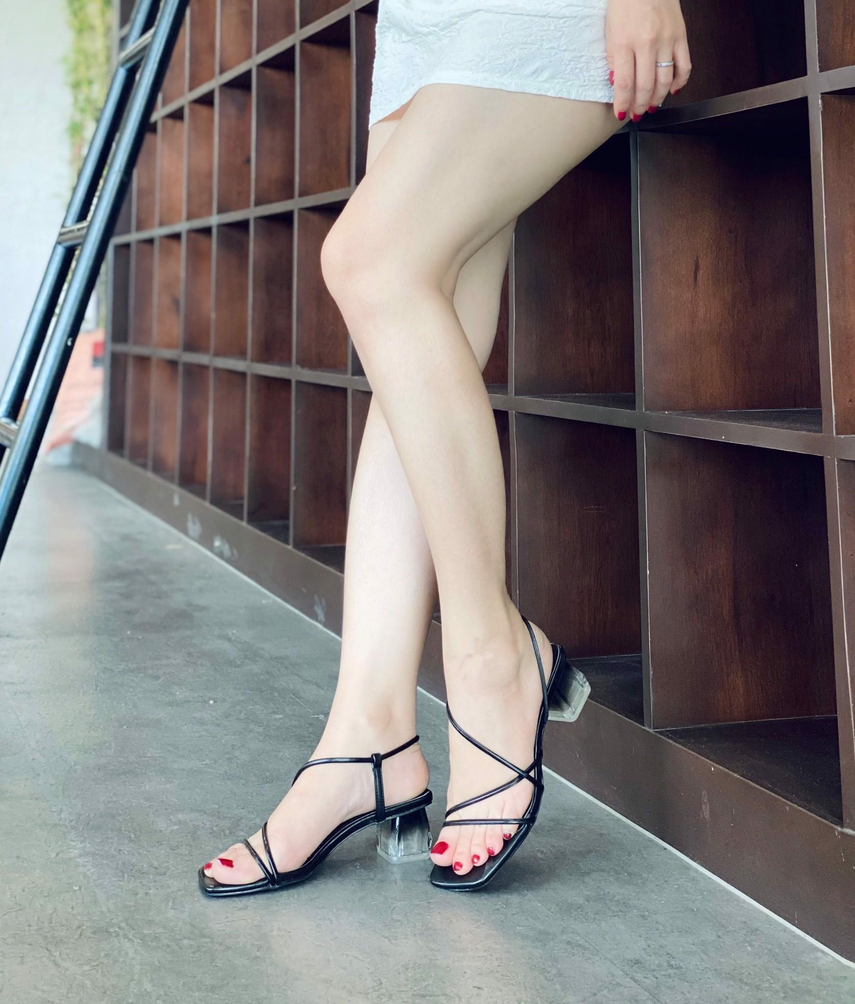 Sandal dây mãnh rút cổ chân