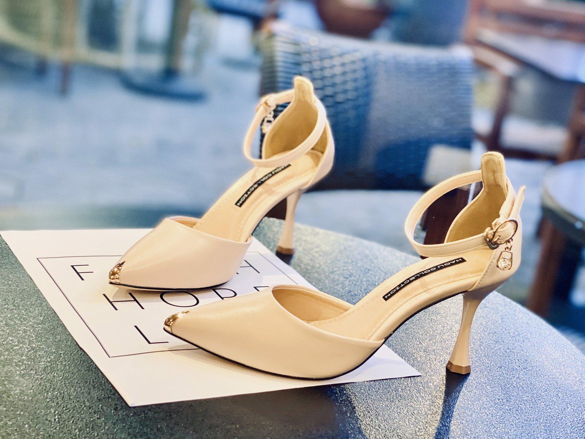 Sandal bít mũi vàng