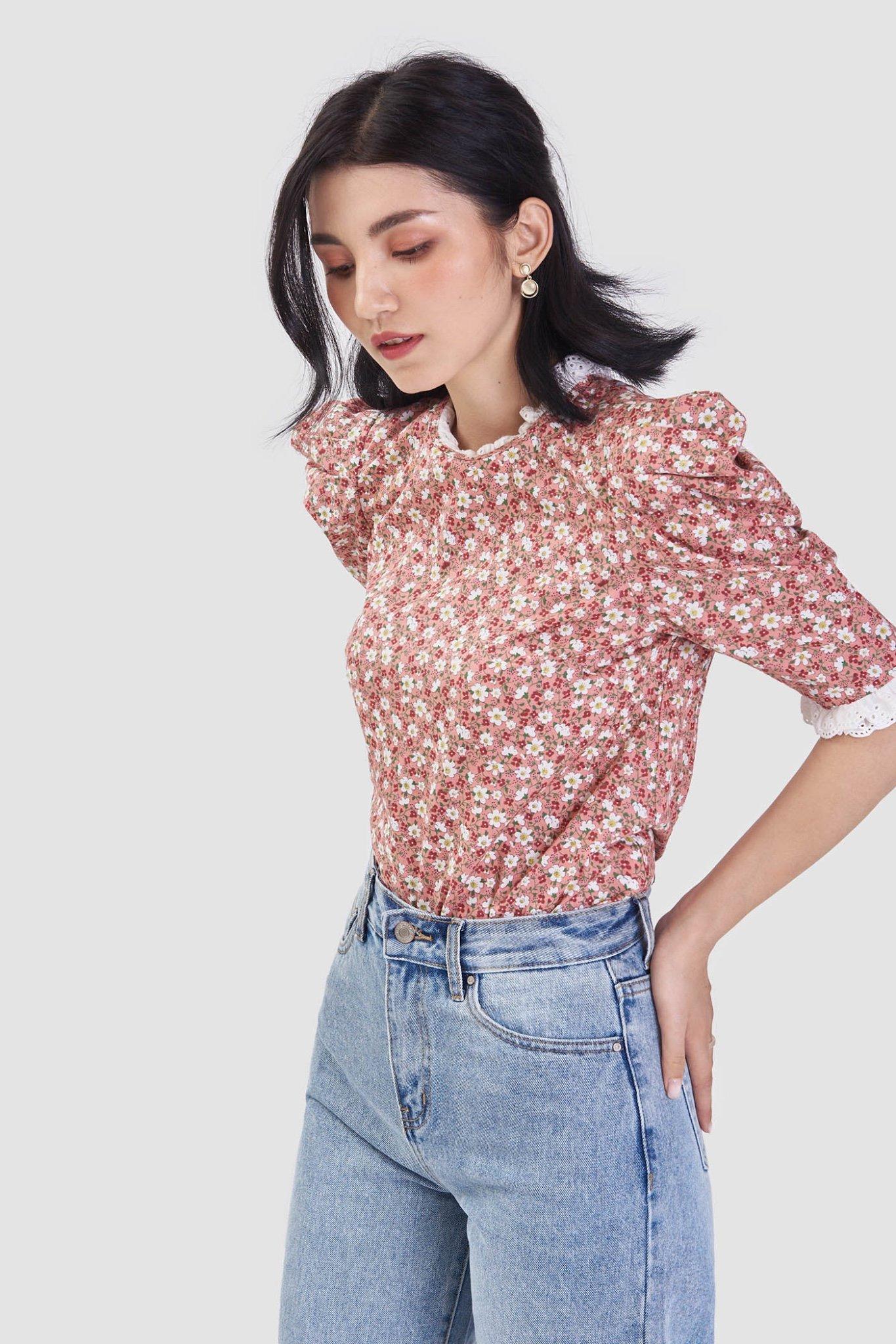 Áo kiểu họa tiết hoa viền ren cổ và tay