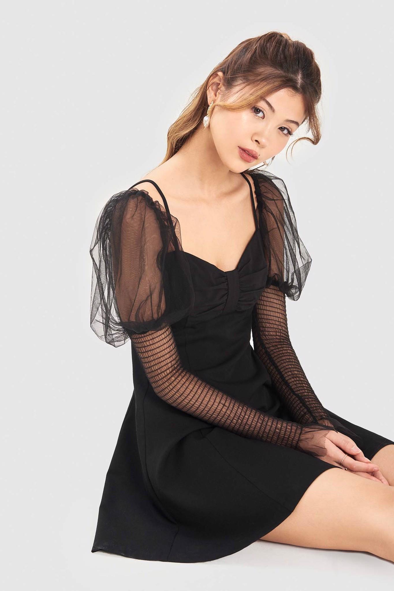 Đầm mini nơ ngực tay lưới smocking