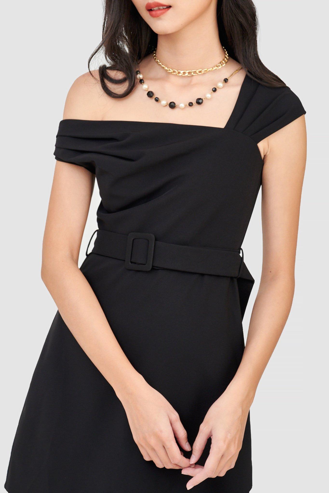 Đầm form mini trễ vai kèm nịt
