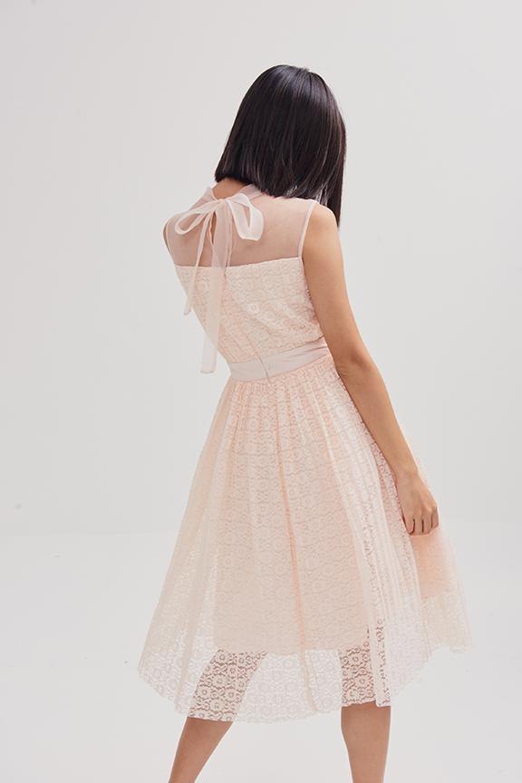 Đầm ren dập li phối sheer mỏng 3 lớp