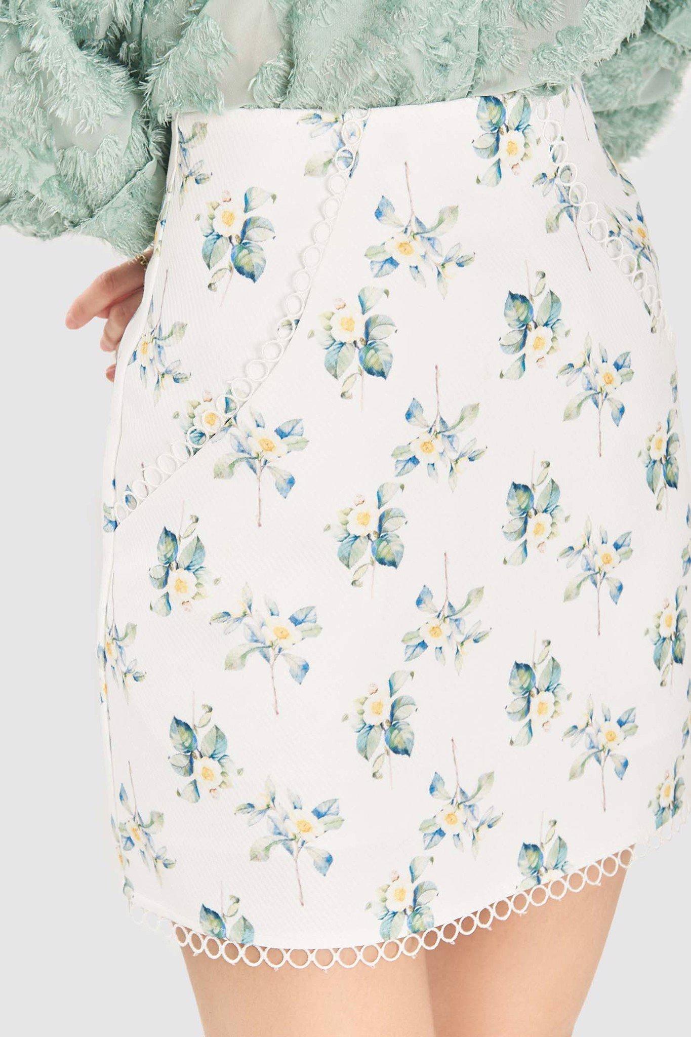 Váy mini viền ren họa tiết hoa