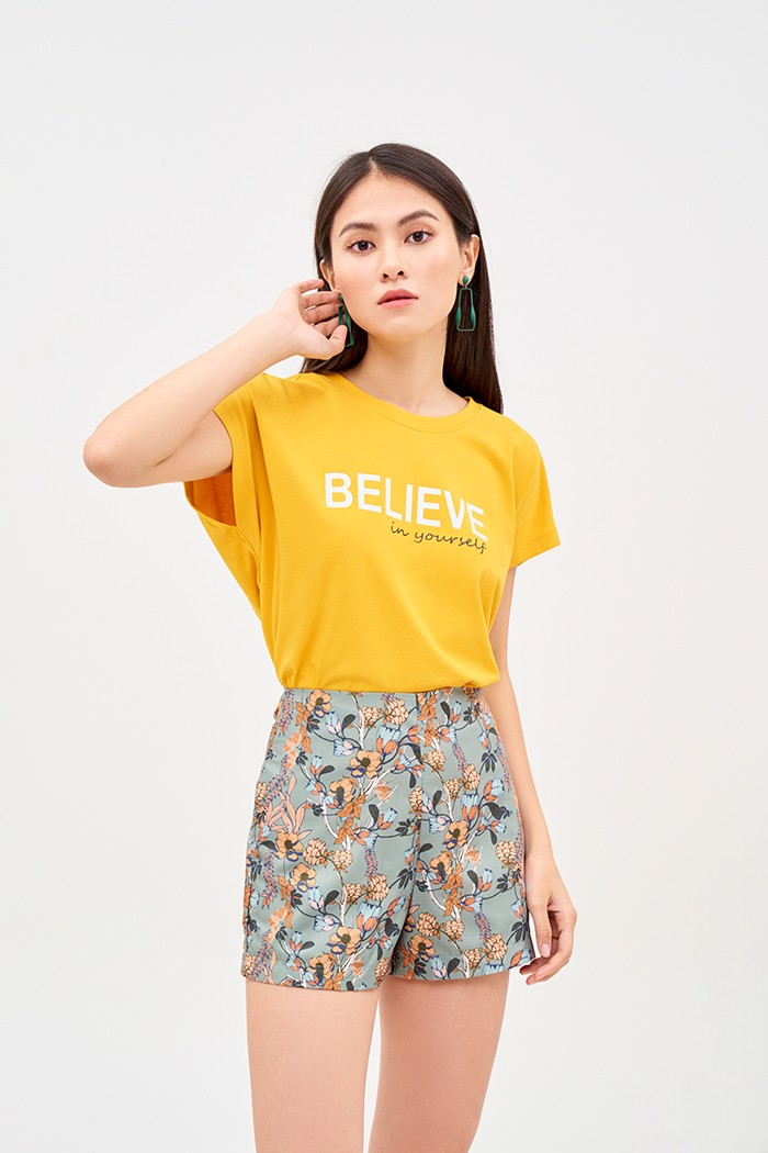 Áo thun in slogan believe in yourself