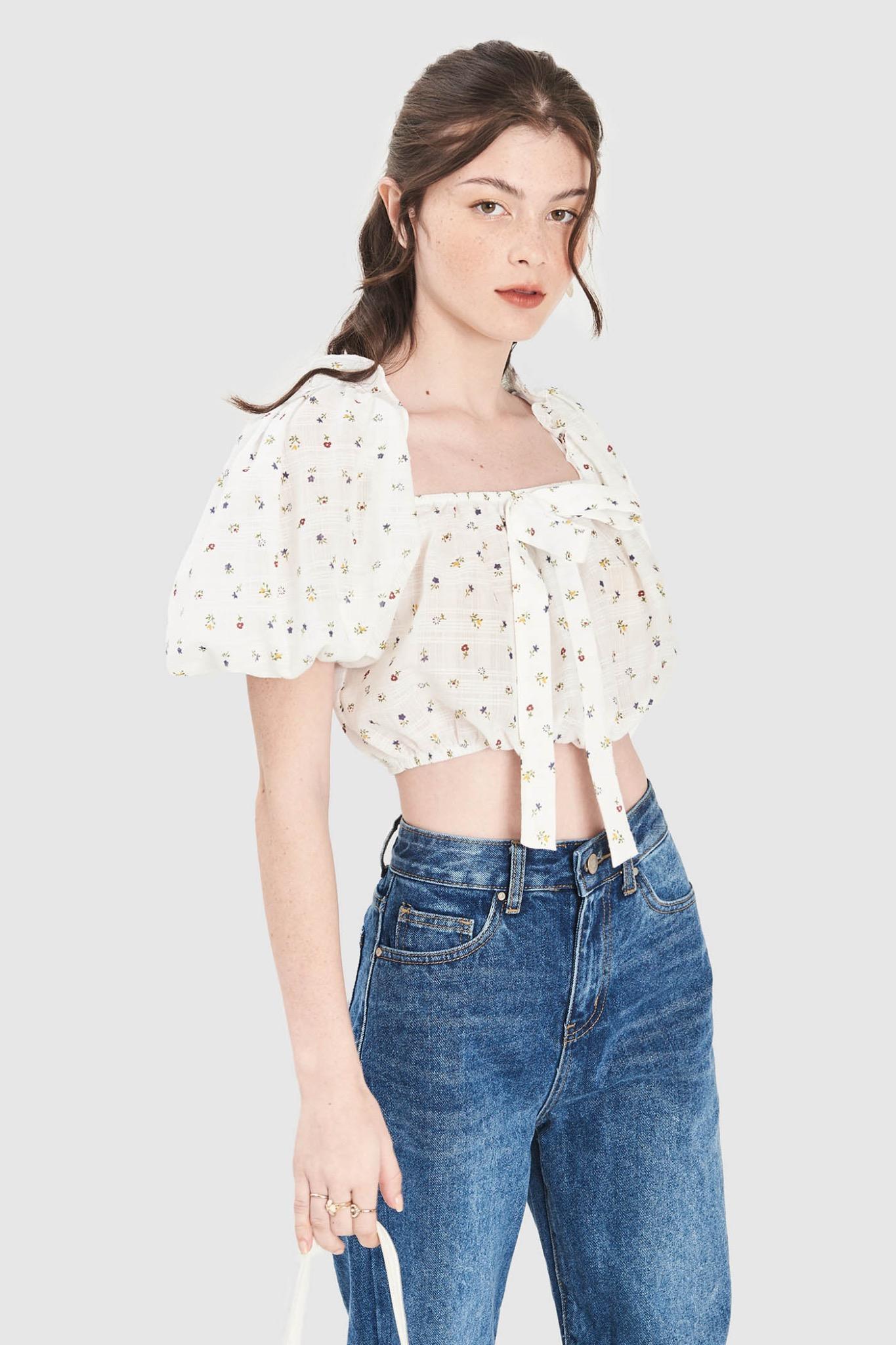 Áo crop top tay phồng họa tiết hoa nhí