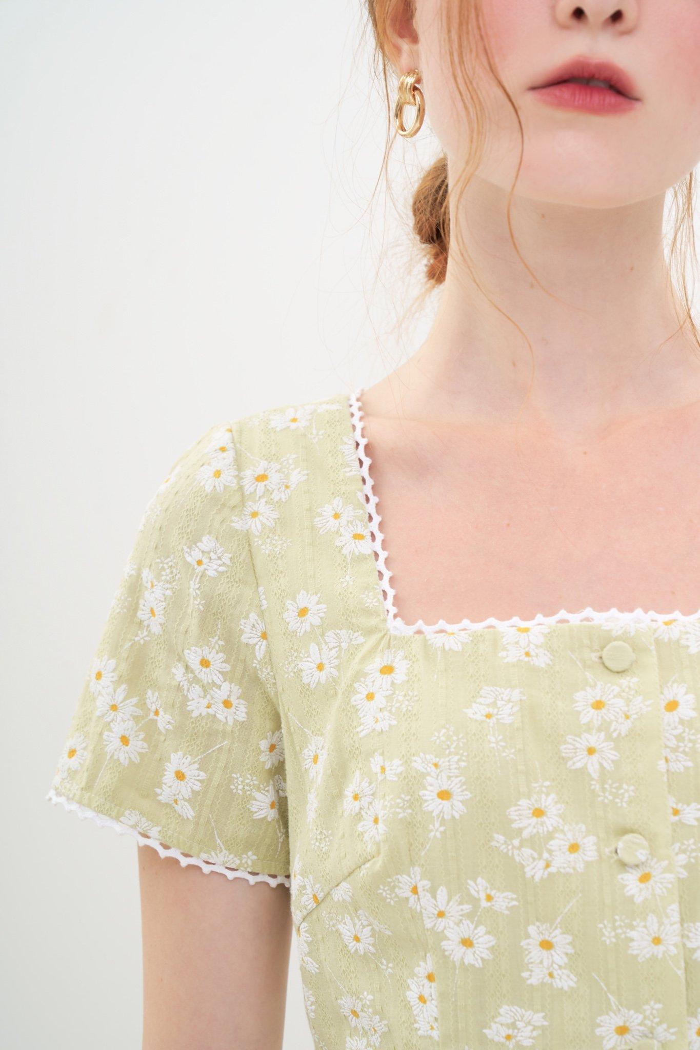 Đầm mini cổ vuông hoạ tiết hoa cúc