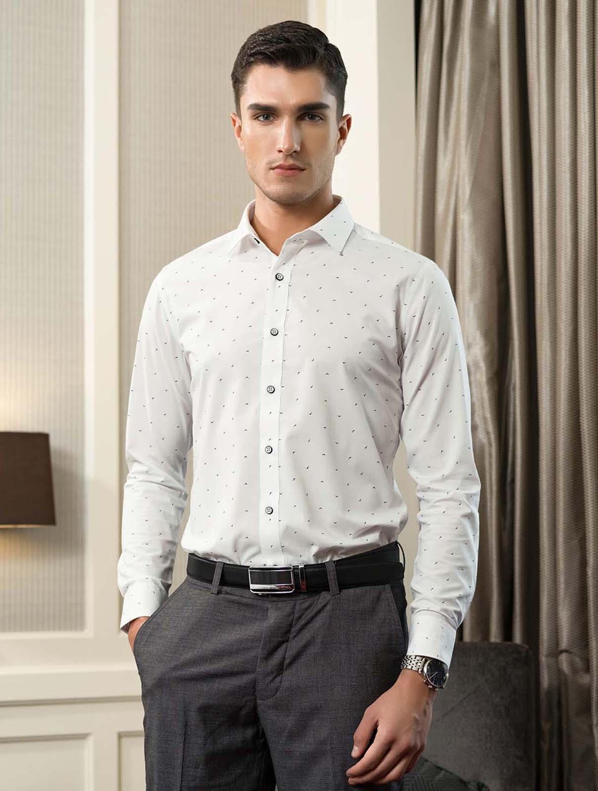 Áo nam màu trắng in họa tiết chữ v Aristino ALSW17-BA15