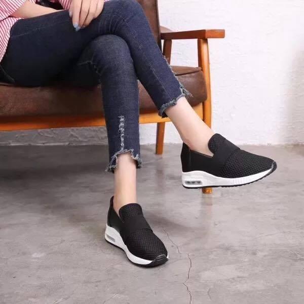 Giày Slipon nữ MWC NUSL- 1524 - ĐEN