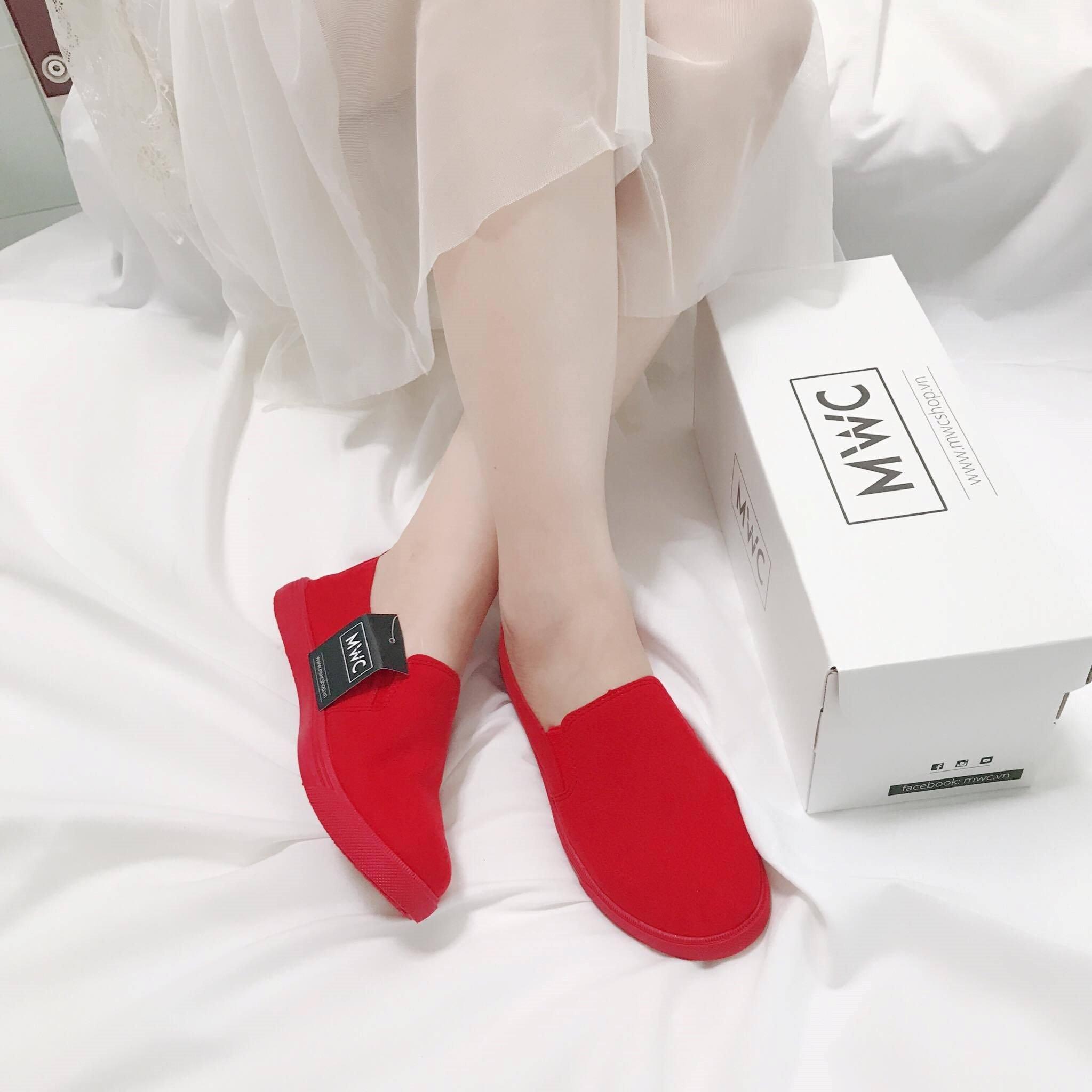 .Giày Slipon nữ MWC NUSL- 1501 - ĐỎ