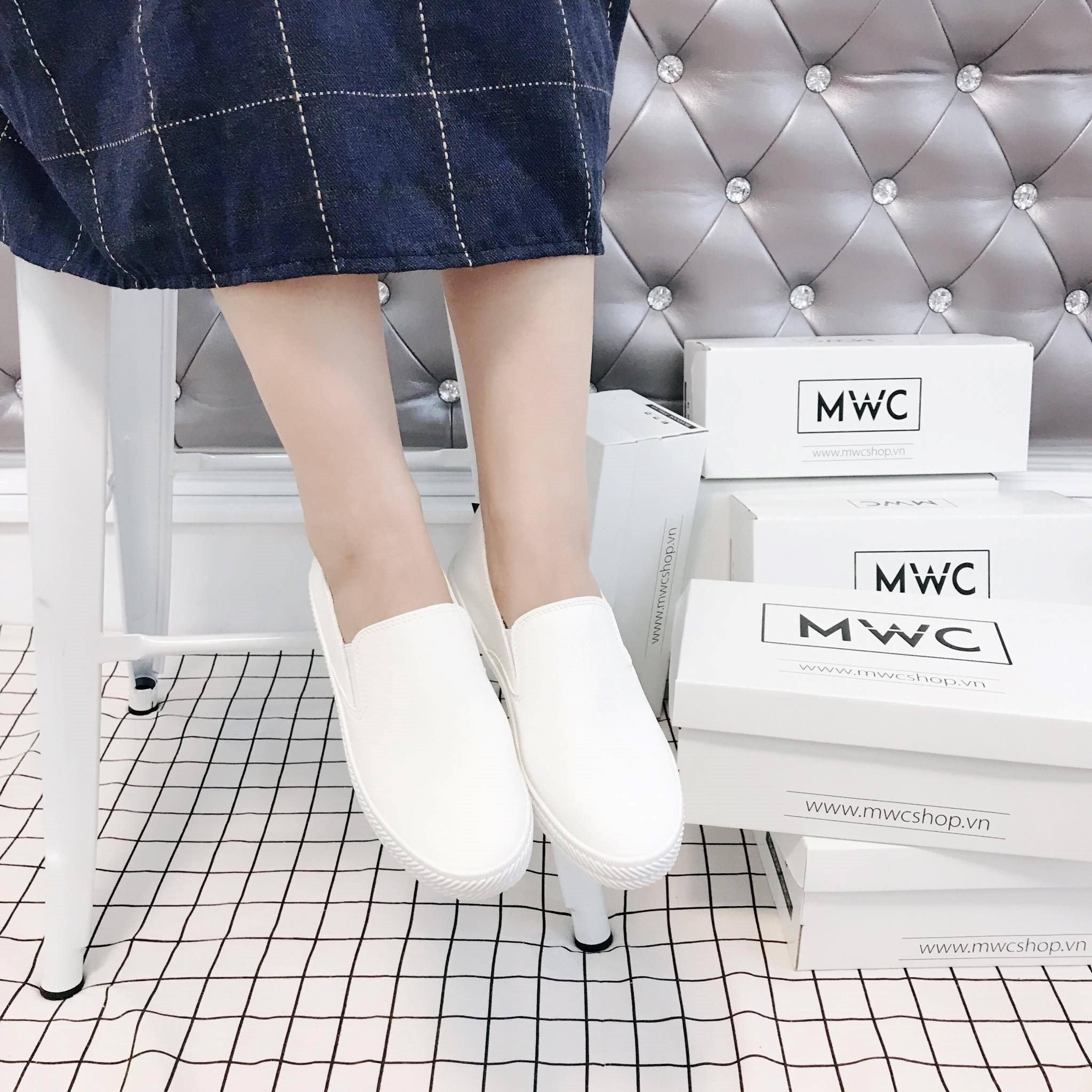 Giày Slipon nữ MWC NUSL- 1517 - TRẮNG