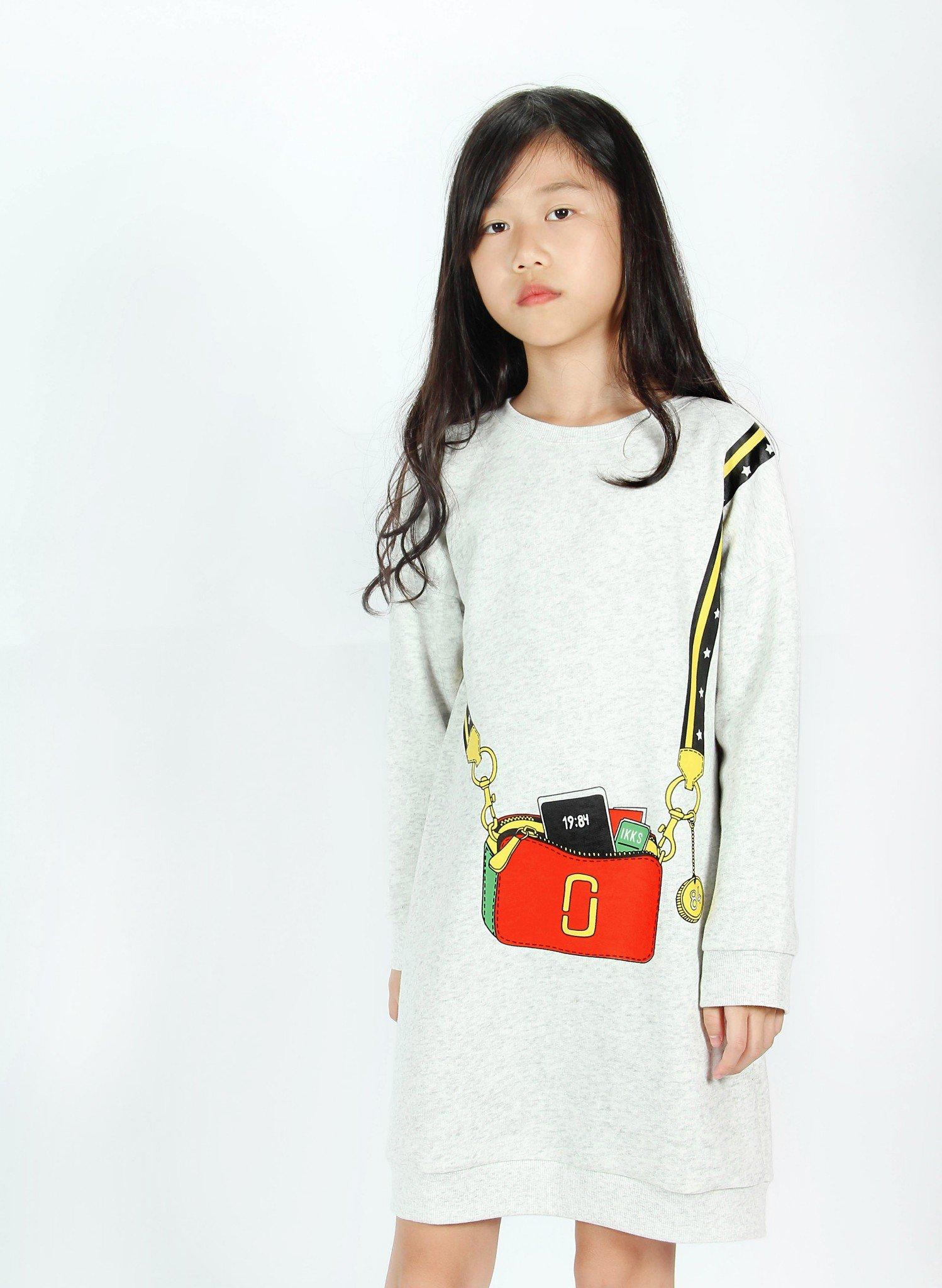 Váy nỉ bé gái in hình túi xách