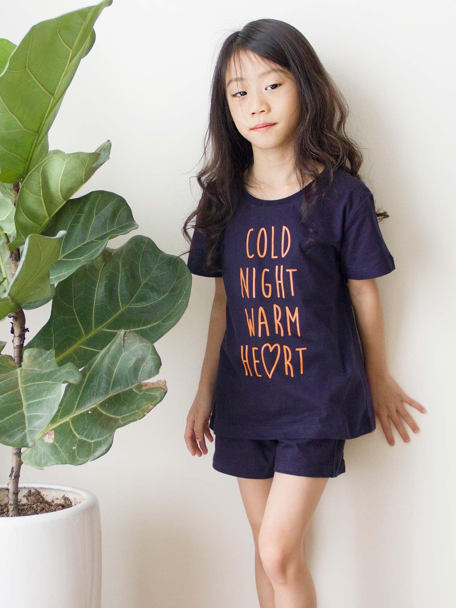 Bộ quần áo bé gái mầu navy chữ Cold night