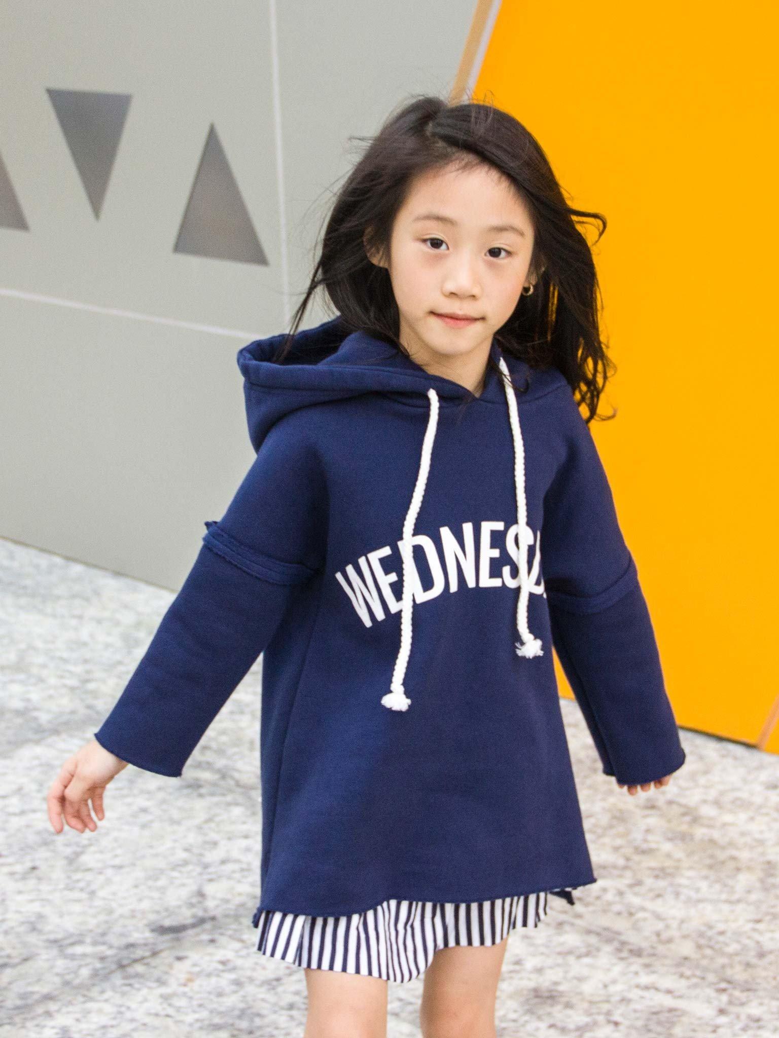Áo nỉ bé gái màu navy, in chữ WEDNESDAY - Blueseven