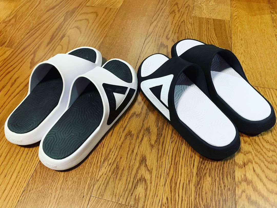 Peak Taichi Slippers E92037L Black White