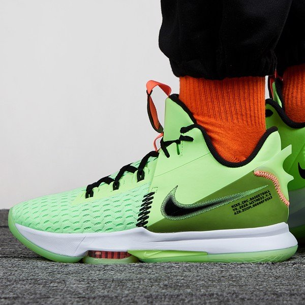 Nike LeBron Witness 5 Grinch
