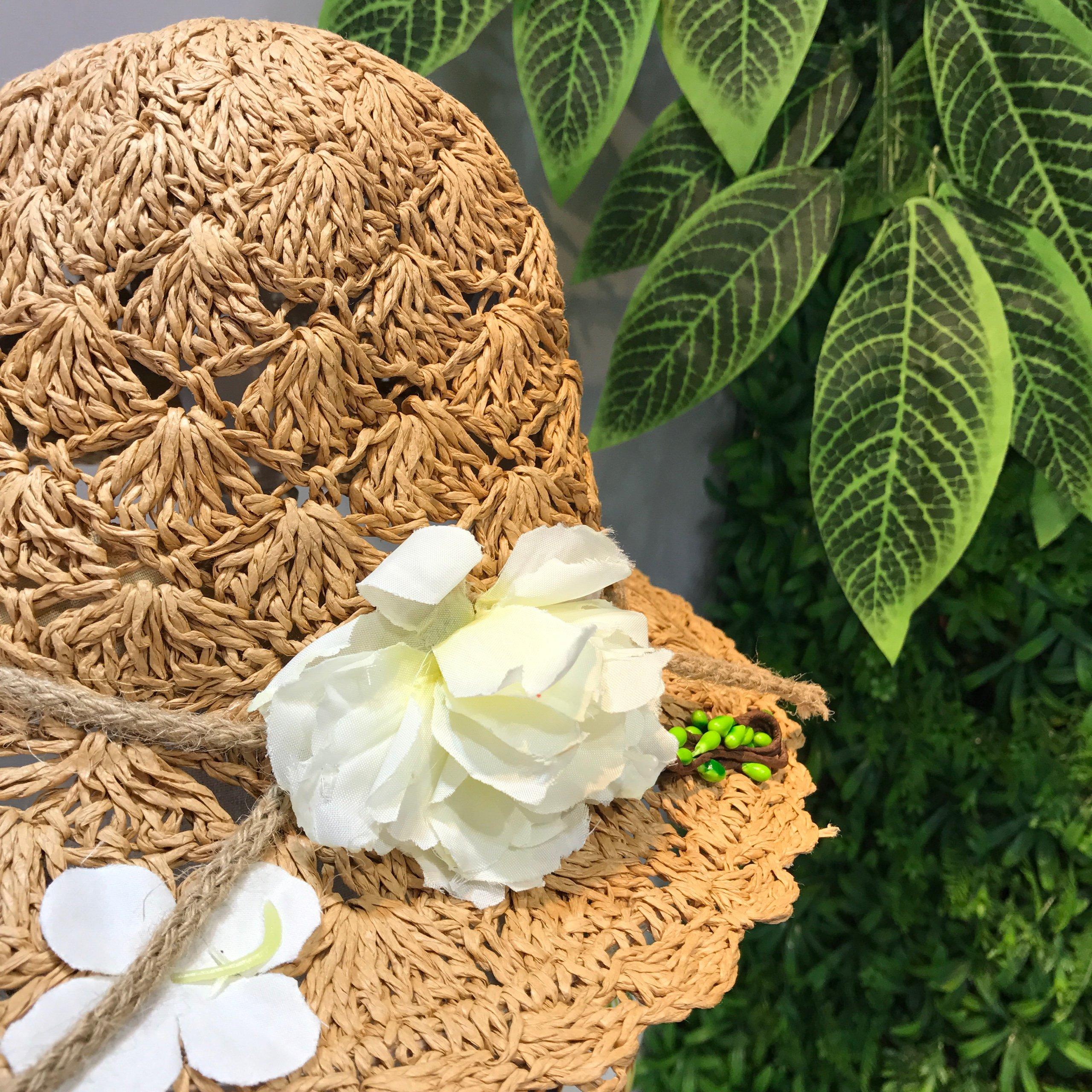 Mũ cói vành móc hoa
