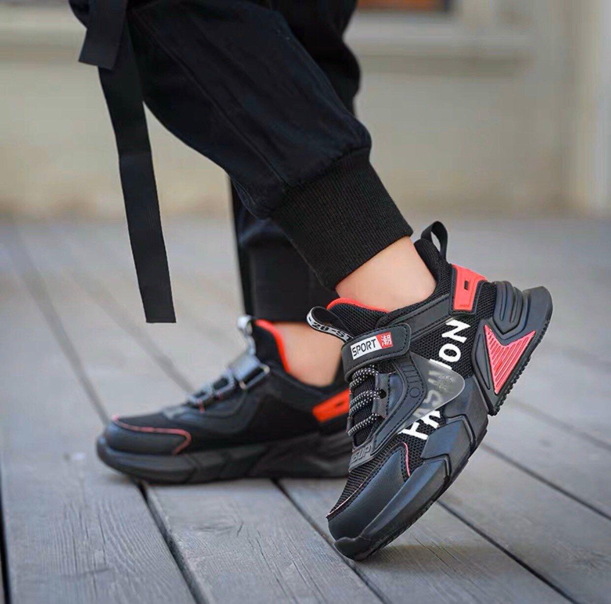 Giày sneaker Fashion mác cạnh trong