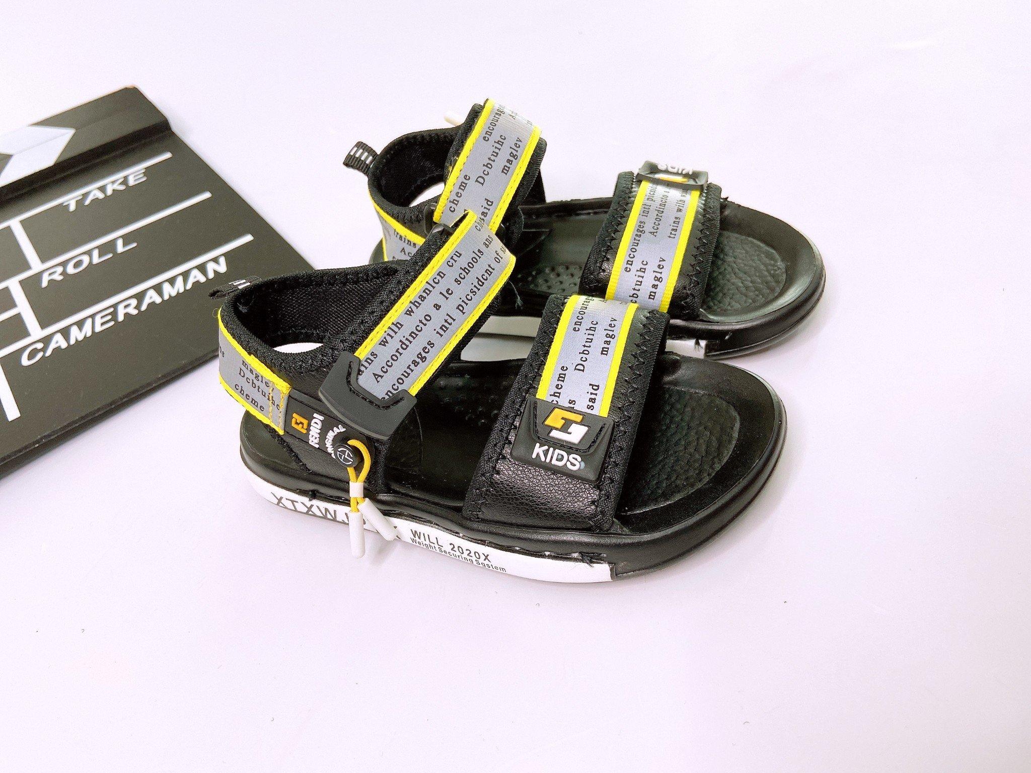 Giày sandal quai viền màu họạ tiết chữ