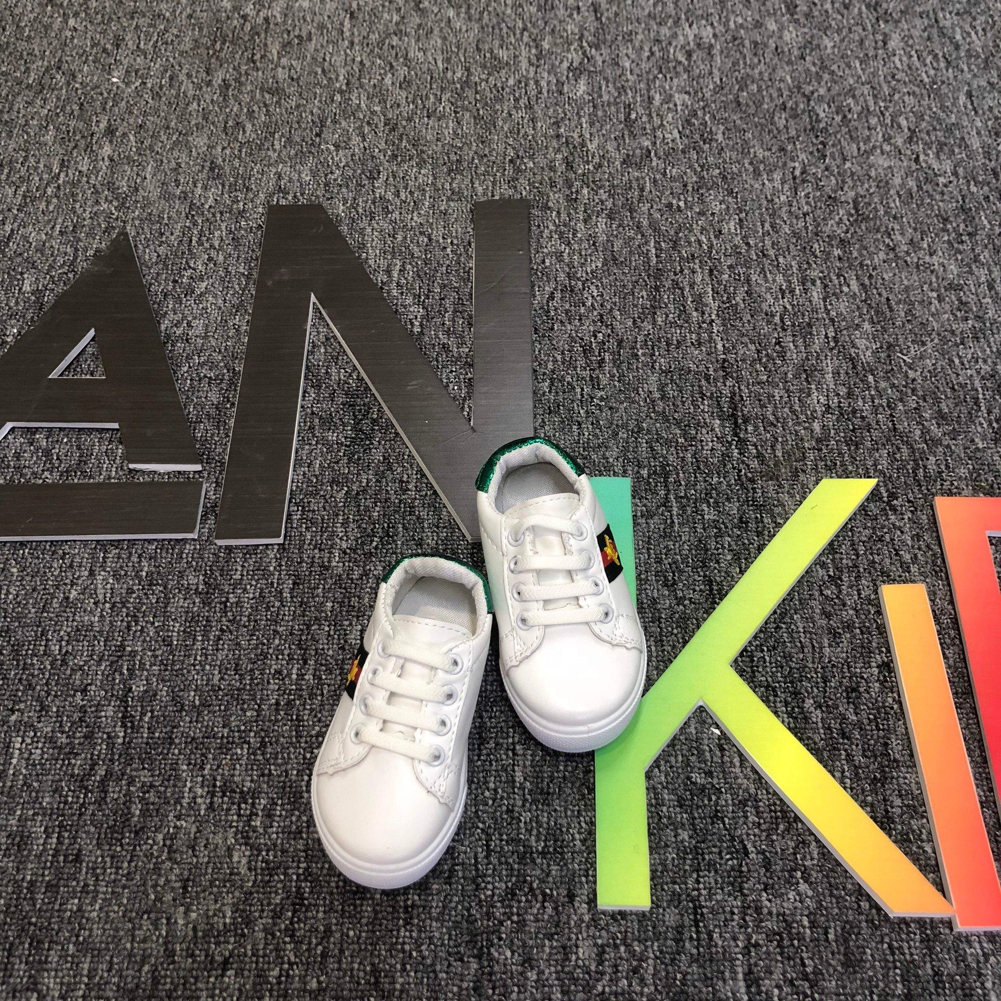 Giày sneaker  3 sọc con ong Gucci cho bé trai và gái