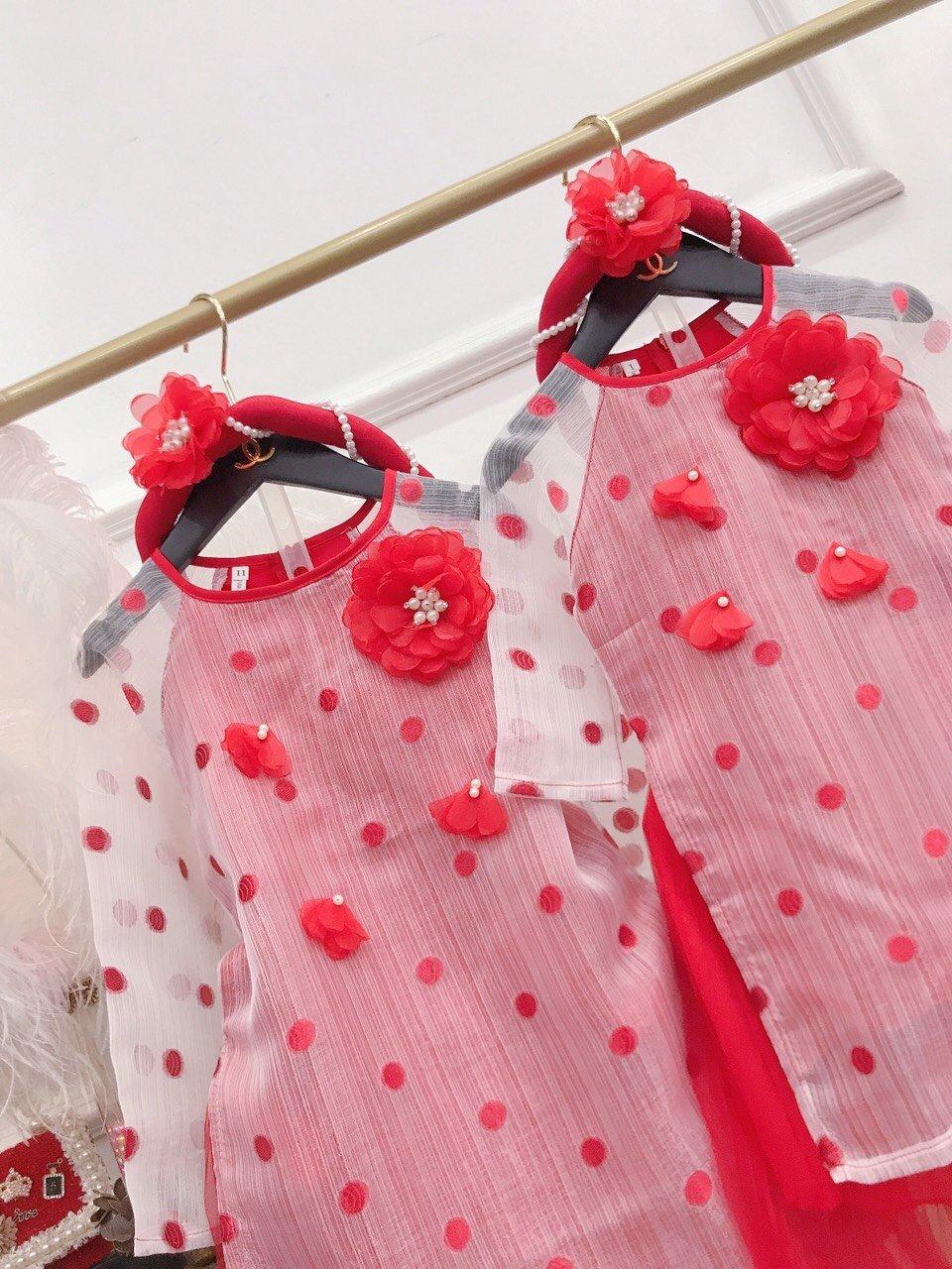 Set áo dài đính hoa von kèm cài đầu