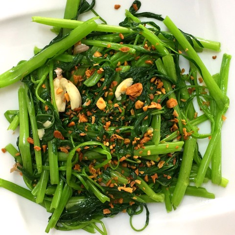 23. Rau muống xào tỏi (Fried water spinach & garlic)