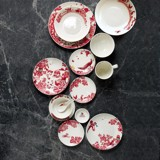 A CURIOUS TOILE - 15CM SIDE PLATE (RED)