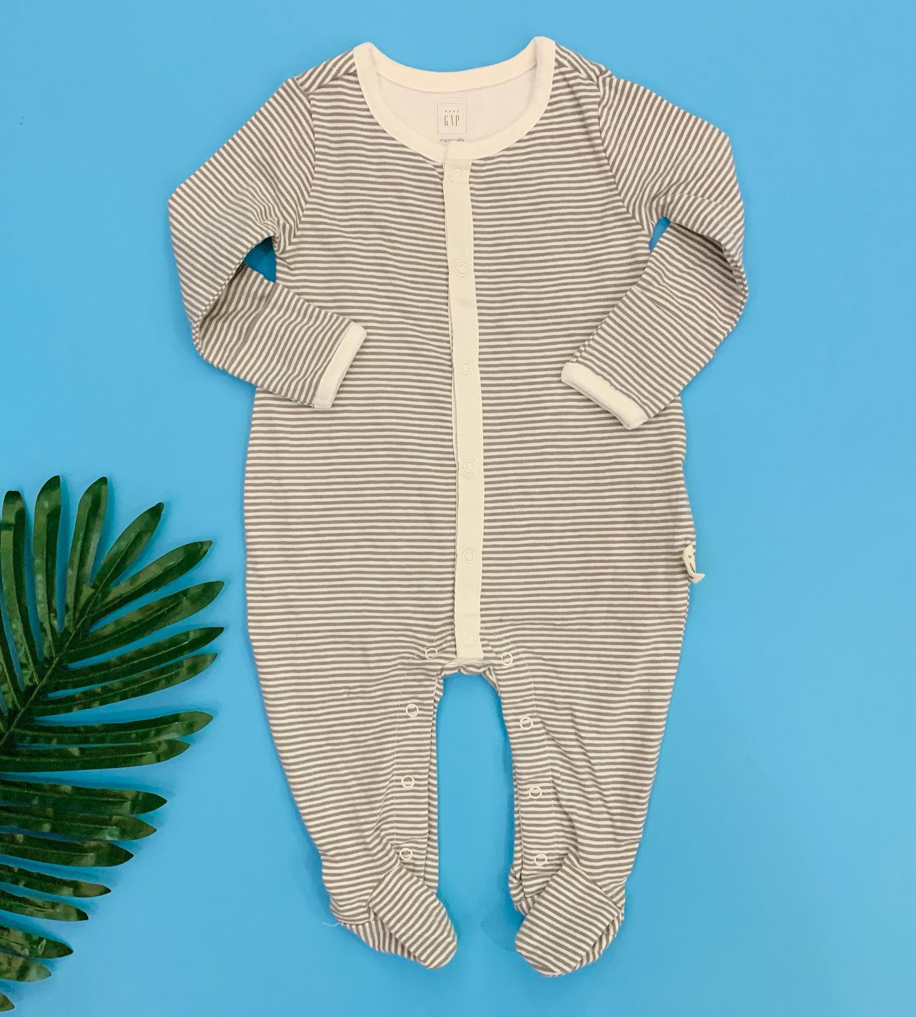 [5-12kg] Sleepsuit Baby Gap 56 [Boy] - Kem/Sọc Viền Trắng