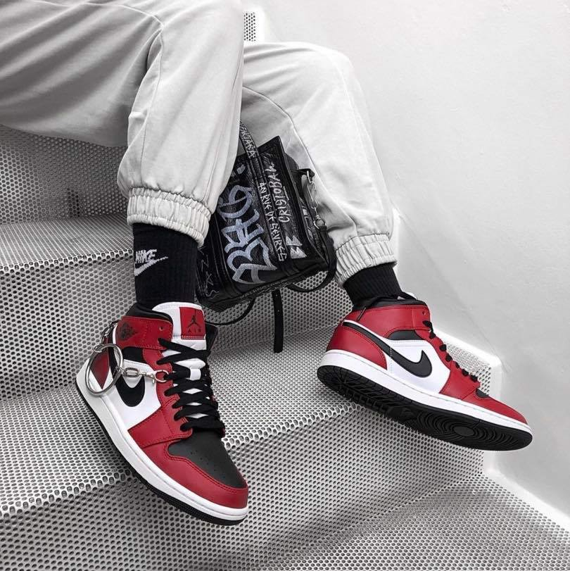 JORDAN 1 CHICAGO BLACK TOE