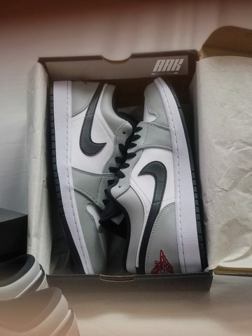 JORDAN 1 LIGHT SMOKE GREY