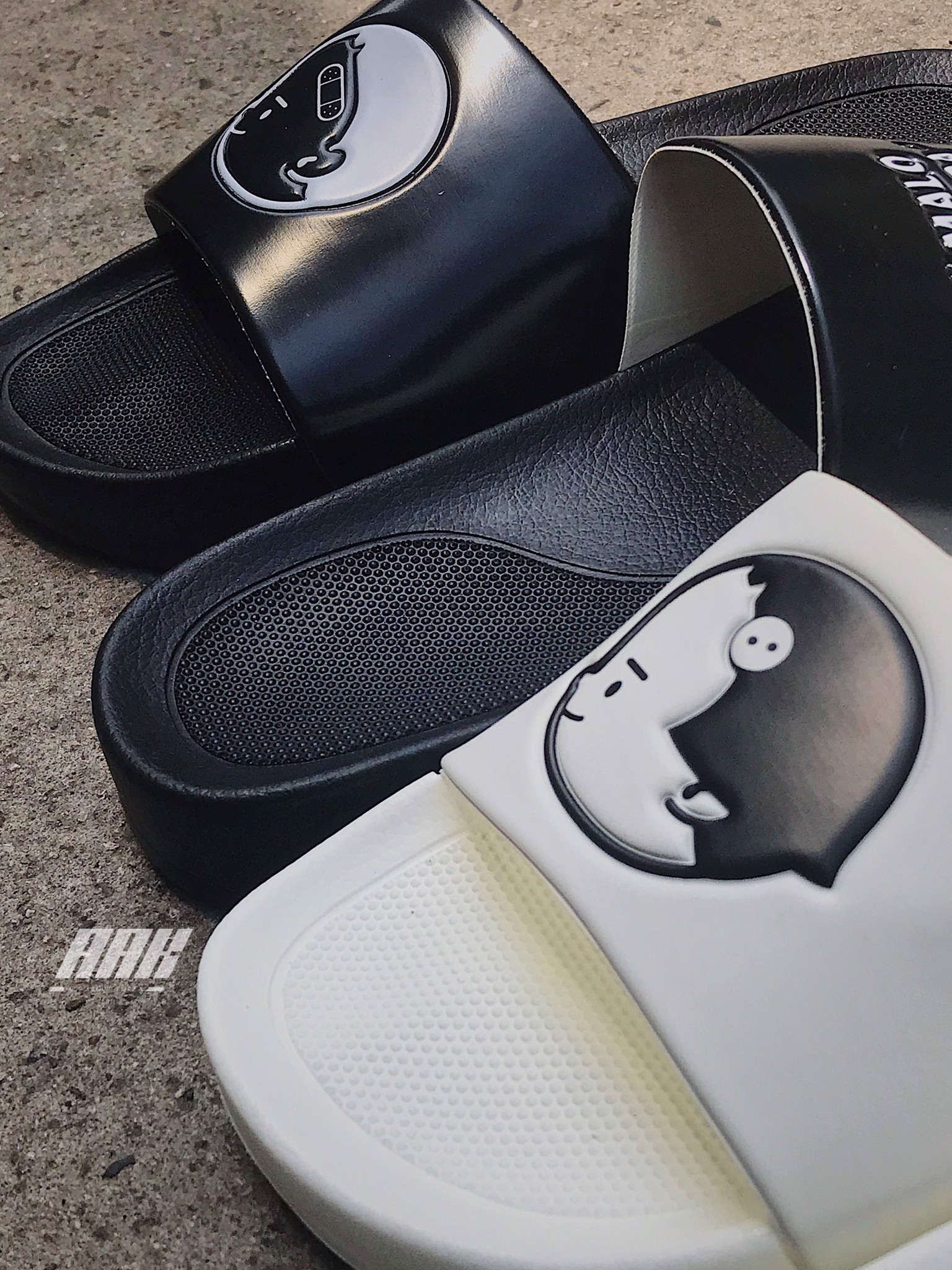 SPAO FRIEN:DS SLIPPERS