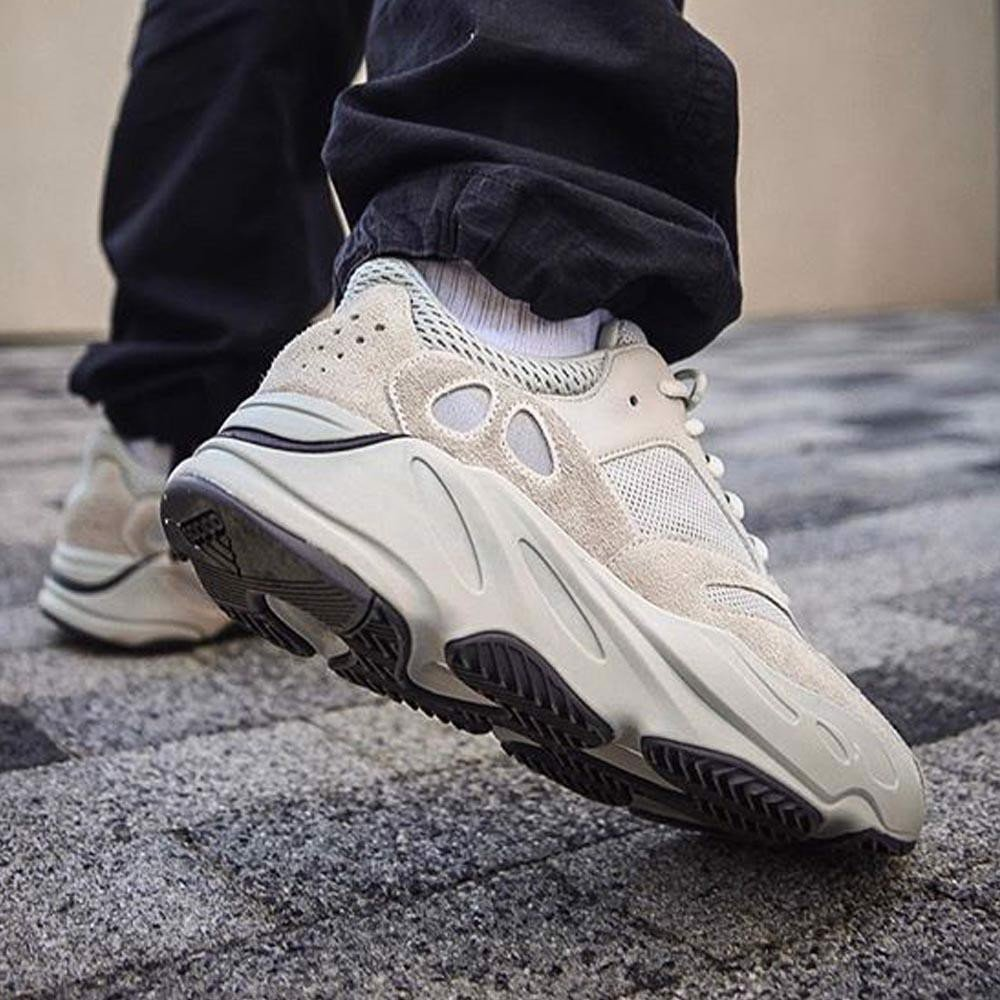 YEEZY 700 SALT - FULL BOX