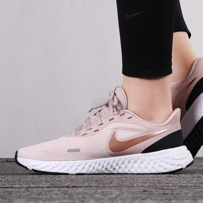 Nike Wmns Revolution 5 'Barely Rose' BQ3207-600