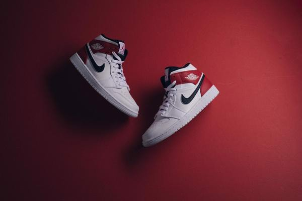 Nike Air Jordan 1 Mid 'White Chicago Remix' 554724-116