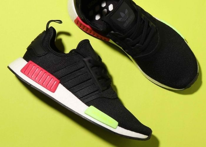 Adidas NMD R1 Core Black Energy Pink EE5100
